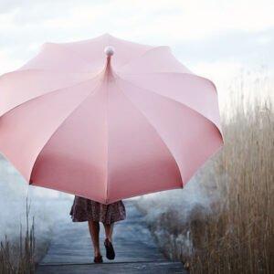 Parasoller-i-vackra-farger-som-lyser-upp-tillvaron-fran-Vansta-Tradgard