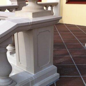 Stilfull entré med balustrad