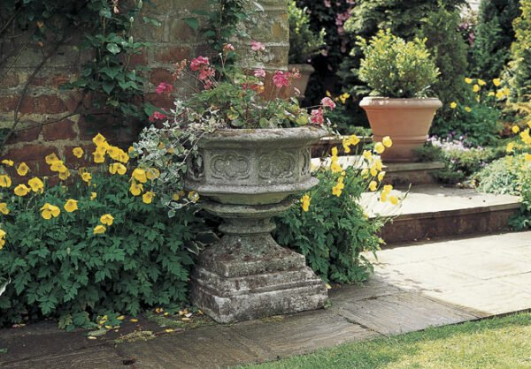 Gothic-urn-&-base