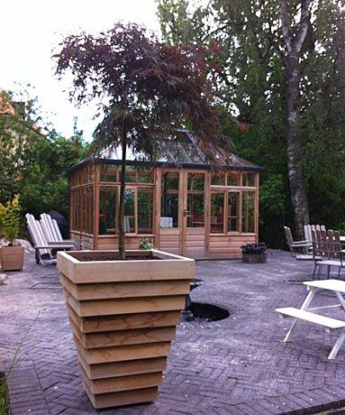 Svart tegel & cederträ på Djursholm