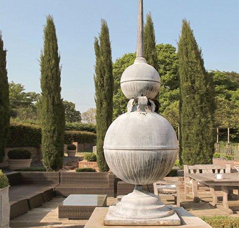 Statligt-och-handgjort-monument-for-din-tradgard-fran-Vansta-Tradgard