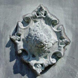 Vacker-kruka-dekorerad-i-fransk-1800-talsstil-fran-Vansta-Tradgard