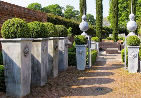 Handgjord-och-forzinkad-obelisk-fran-Vansta-Tradgard
