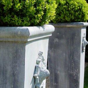 Eleganta-planteringskarl-for-din-uteplats-fran-Vansta-Tradgard