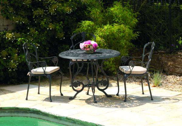 Ljuvligt-eleganta-stolar-for-din-uteplats-av-hogsta-mojliga-kvalitet-fran-Vansta-Tardgard