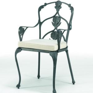 Elegant-utomhusstol-med-vackra-detaljer-i-oslagbar-kvalitet-fran-Vansta-Tradgard