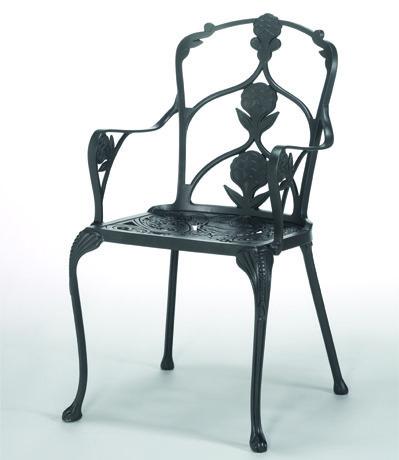 Ljuvligt-utsmyckad-karmstol-i-oslagbar-kvalitet-for-din-uteplats-fran-Vansta-Tradgard