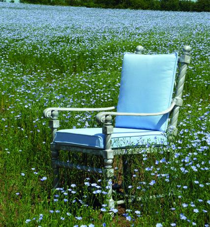 Magnifik-karmstol-med-flatade-detaljer-samt-av-oslagbar-kvalitet-fran-Vansta-Tradgard