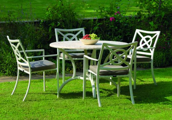 Klassiskt-samt-modernt-tradgardsbord-i-superb-kvalitet-fran-Vansta-Tradgard