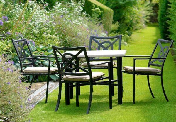 Stilrent-utomhusbord-i-oslagbar-kvalitet-och-som-ar-perfekt-for-alla-tillfallen-fran-Vansta-Tradgard