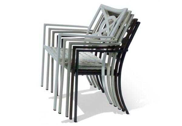 Stapelbara-stolar-i-en-klassisk-men-anda-modern-design-fran-Vansta-Tradgard