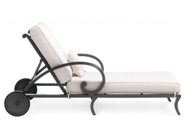 Stilren-liggstol-i-ypperlig-kvalitet-gjord-av-pulverlackerad-aluminium-fran-Vansta-Tradgard