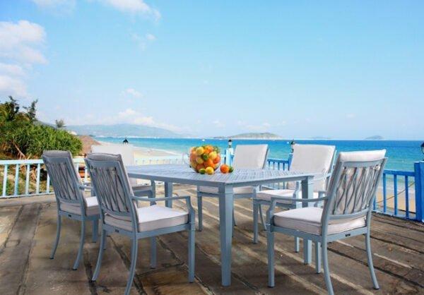 Elegant-tradgardsbord-i-aluminium-i-fantastisk-kvalitet-fran-Vansta-Tradgard.