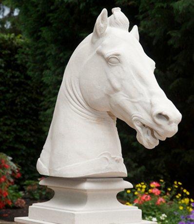 Statlig-och-elegant-skulptur-av-marmor-fran-Vansta-Tradgard