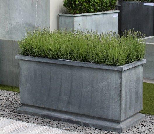Stilrent-och-elegant-planteringstrag-av-zink-fran-Vansta-Tradgard
