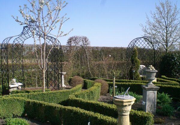 Paviljong-for-den-eleganta-tradgarden
