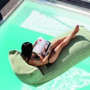 Liggstol i poolen eller på terrassen